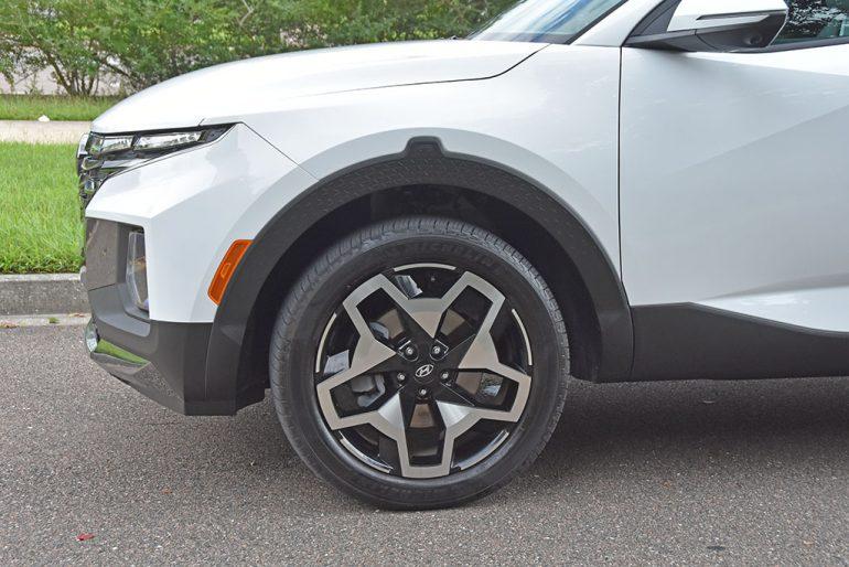 2022 hyundai santa cruz limited 20-inch wheels
